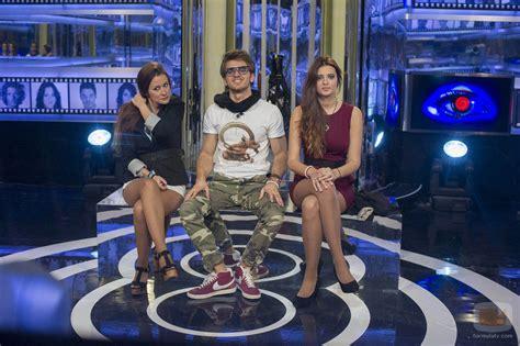Argi, Edoardo y Susana en la sala de expulsión durante la ...
