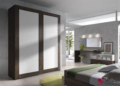 Armario correderas con marco de madera | Dormitorios y ...