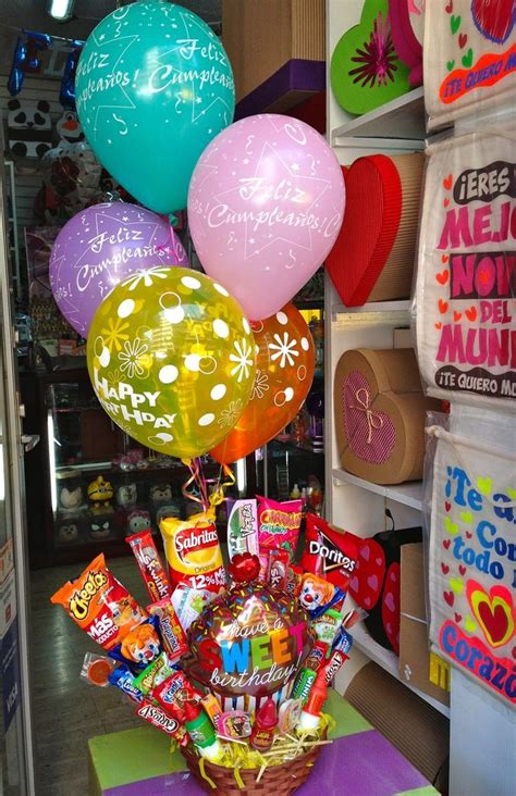 Arreglo con globos y chocolates