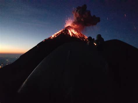 Ascenso y campamento en el camellón del Volcán de Fuego ...
