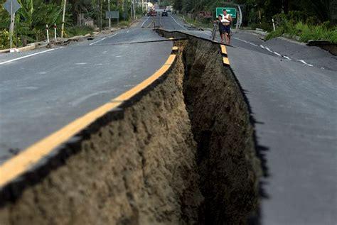 Ascienden a 655 los muertos por terremoto en Ecuador