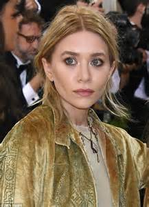 Ashley and Mary Kate Olsen wear complimenting outfits to ...