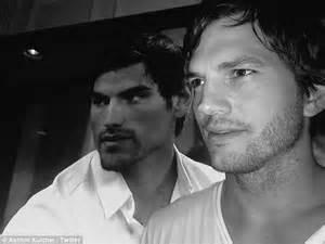 Ashton Kutcher poses with doppelganger Bachelor In ...
