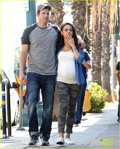 Ashton Kutcher & Pregnant Mila Kunis Make a Cute Couple ...