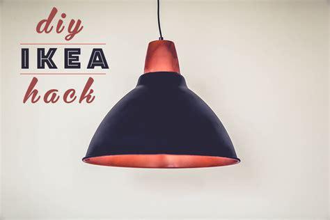 Att visa den där IKEA-lampan. – Att vara någons fru