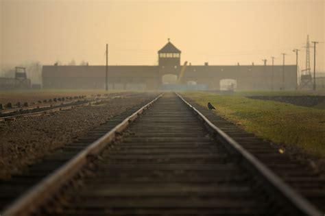 Auschwitz, pelo menos uma vez na vida – Observador