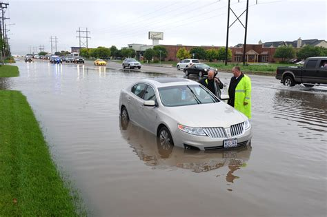 Authorities rescue residents from homes in flooded Texas ...