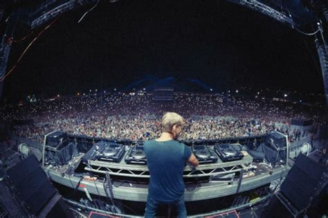 Avicii, uno de los DJ más famosos de los últimos tiempos ...