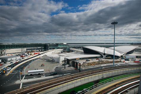 Avión aterriza de emergencia en JFK tras impacto de rayo ...