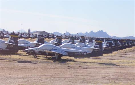 Aviones de guerra abandonados - Libertad Digital