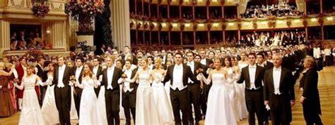 Baile de la Ópera de Viena, encuentro de color de rosa ...