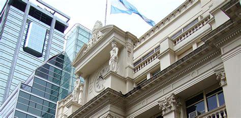 Banco Central de Argentina sube la tasa de interés al 40%