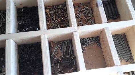 Banco de trabajo con clasificador, reciclando maderas de ...