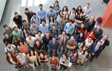 Banco Santander entrega a más de 200 alumnos de la UPV ...