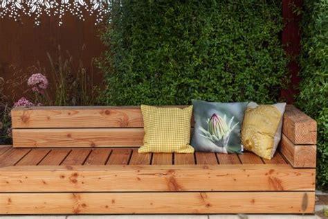 Bancos increíbles para decorar tu jardín