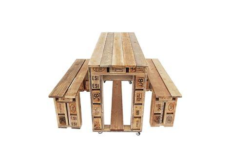 Bancos y mesa de jardín hechos con palets | Comprar Palets Ya