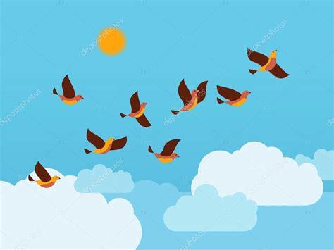 Bandada de pájaros volando en el cielo con nubes y sol ...