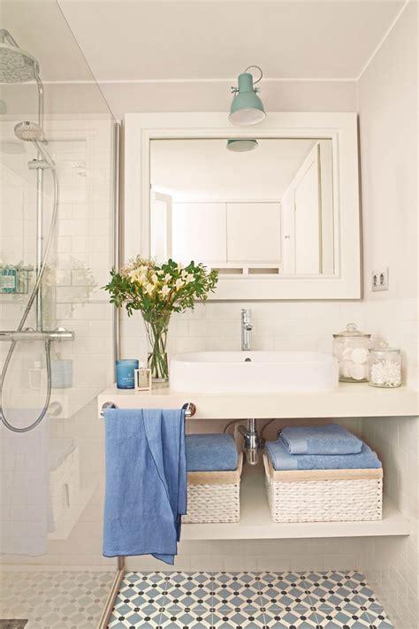 Baños pequeños con ideas de orden y almacenaje