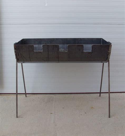 Barbacoa de jardín fabricada en hierro con capacidad para ...