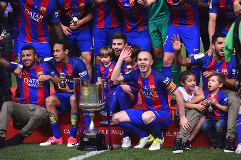 Barcelona unveil kit for 2017 2018 ahead of Ernesto ...