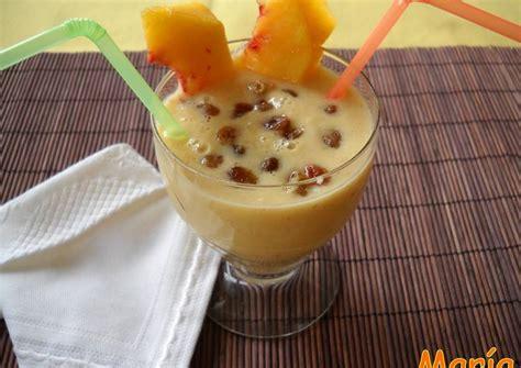 Batido de copos de avena con fruta, pasas y yogur Receta ...