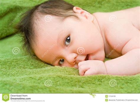 Bebé Trigueno Foto de archivo   Imagen: 17124130
