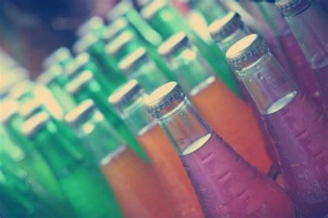 Beber refrescos podría adelantar la primera menstruación ...
