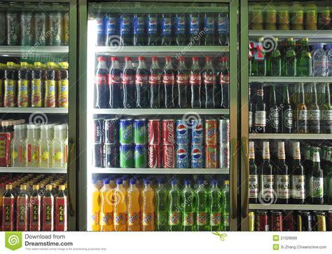 Bebidas No Alcohólicas Y Bebidas En Supermercado Imagen de ...