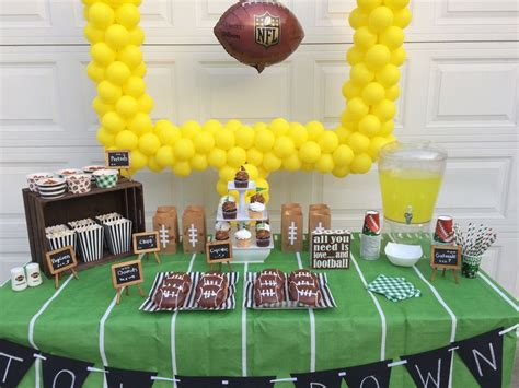 Best 25+ Football party centerpieces ideas on Pinterest ...