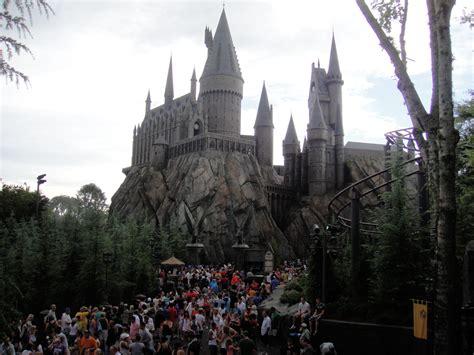 Bestand:Wizarding World of Harry Potter   Hogwarts castle ...