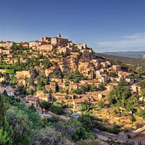 Besuchen Sie Gordes, das emblematische Dorf der Provence.