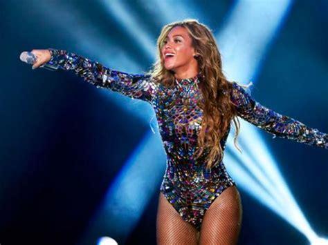 Beyonce: así engríe a sus fans en pleno concierto en ...