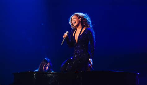 Beyonce Breaks Down Crying on Stage: Will She Leave Jay Z ...