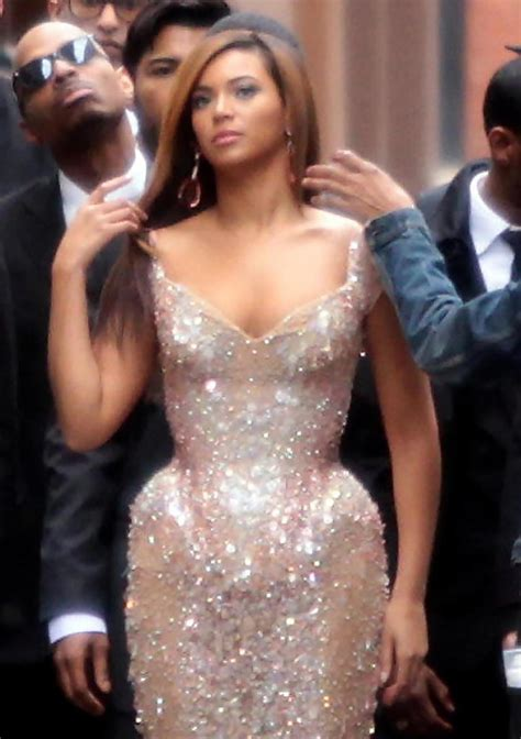 Beyonce Knowles Photos Photos   Beyonce Filming A Music ...