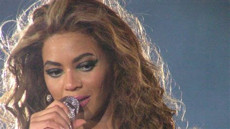Beyonce pleads to end 'war' on minorities after shootings ...