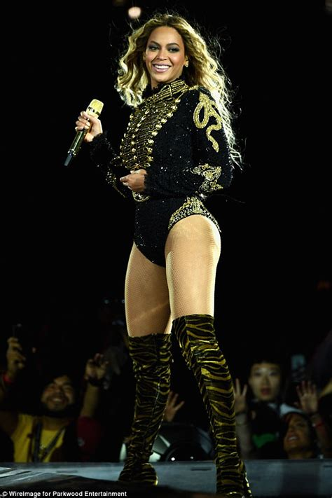 Beyonce s microphone sells at auction for $11,000 to a fan ...