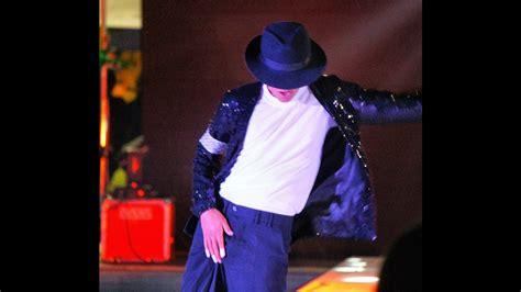 Billie Jean by Michael Jackson   Impersonator dancing ...