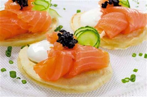 Blinis con salmón ahumado noruego