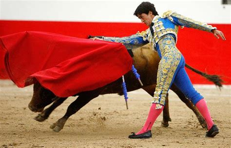 Bloodless bullfighting at Toros Las Vegas: Matadors stick ...