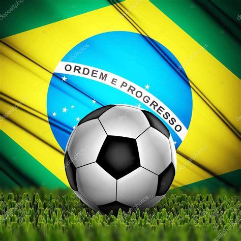 bola de futebol com bandeira do Brasil no plano de fundo ...