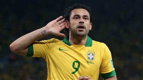 Brasiliens Fred auf dem Thron   FIFA.com