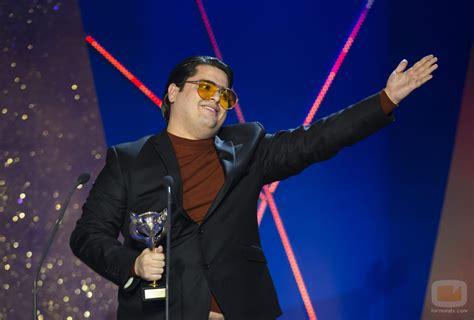 Brays Efe con el galardón de Mejor Actor Protagonista de ...