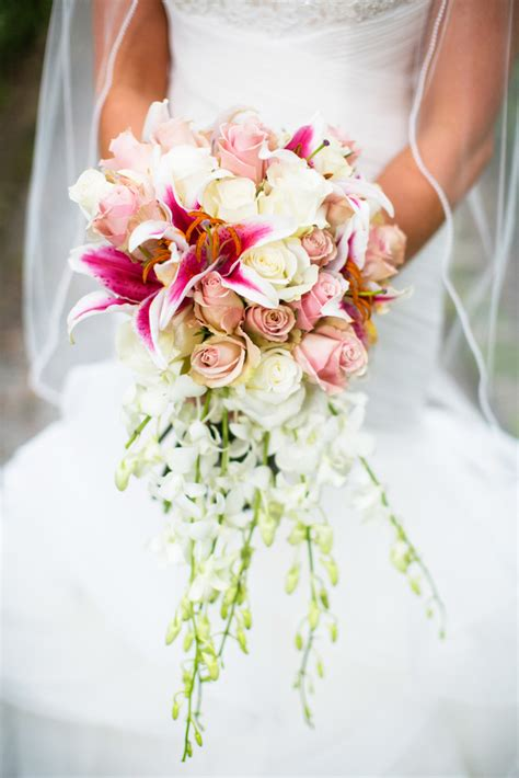 Bridal Bouquet Meaning : Origin and Symbolism - EverAfterGuide