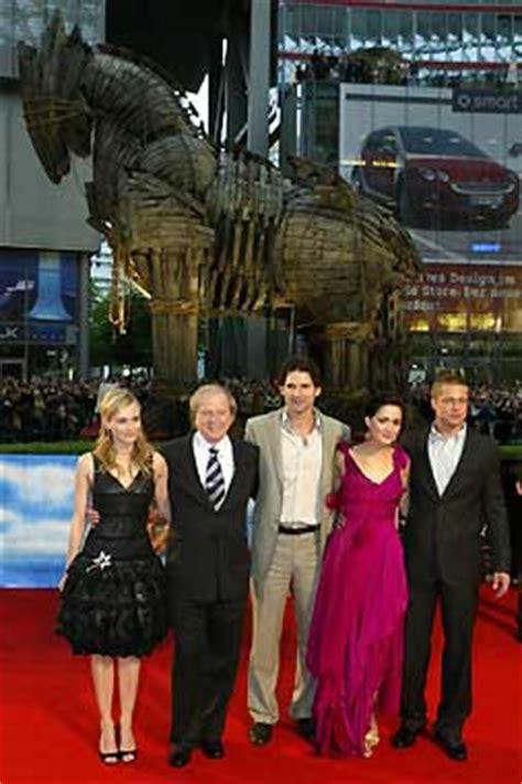 Brillante estreno de 'Troya' en Nueva York con Brad Pitt y ...