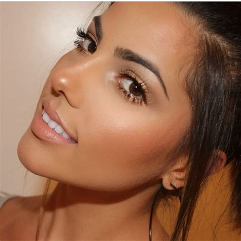 Bronzed glowing natural tan look with a soft pink lip ...