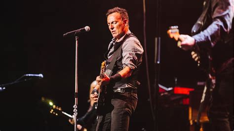 Bruce Springsteen Covers Bowie, Resurrects  The River  at ...