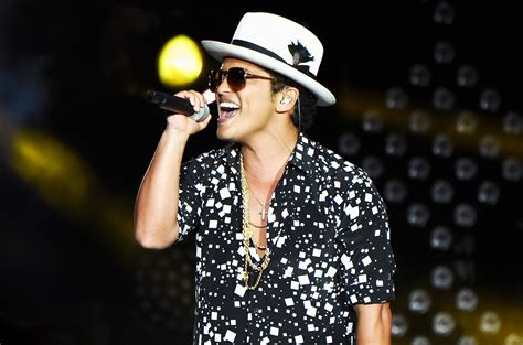 Bruno Mars' '24K Magic': Live For First Time on 2016 MTV ...