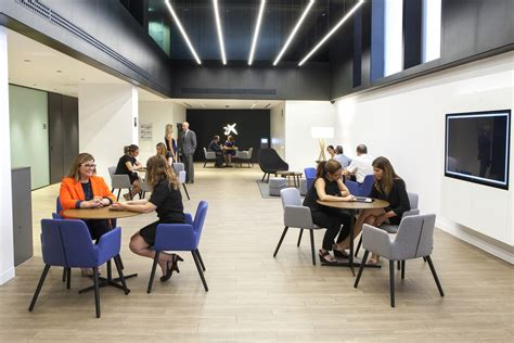 CaixaBank inaugura la oficina del nuevo modelo Store Plaza ...