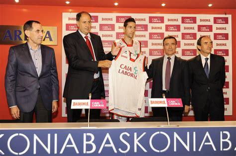 Caja Laboral patrocina el club de baloncesto Saski ...