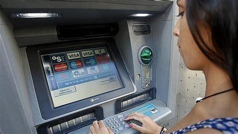 Cajeros: Santander insiste en la idea de cobrar dos euros ...